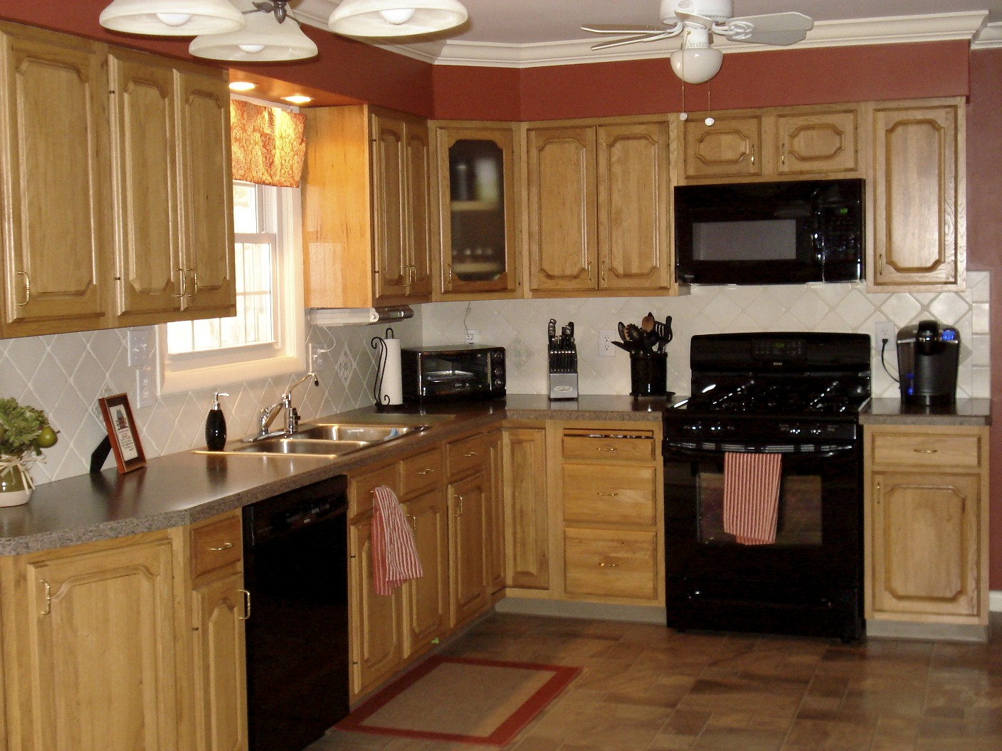 The Matching Black Appliances Made A Huge Impact In My Opinion Light Kitchen Cabinets With
